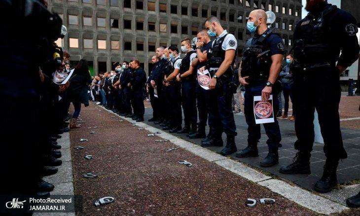 پلیس_های+فرانسه+در+اعتراض+به+دولت+دستبندها+را+زمین+انداختند