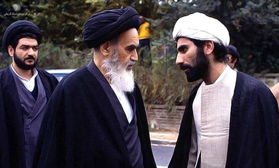 حجت الاسلام محتشمی پور در کنار امام خمینی