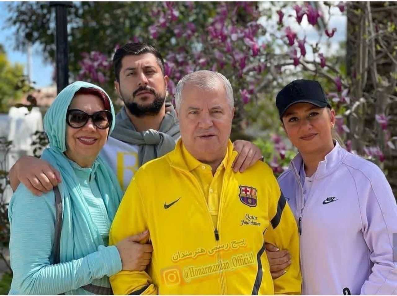 عکس نوروزی از علی پروین در کنار خانواده اش