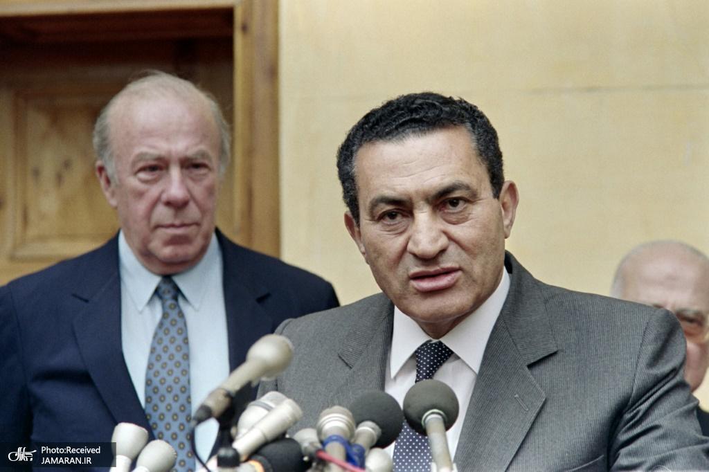 egypts-then-president-hosni-mubarak-speaks-after-meeting