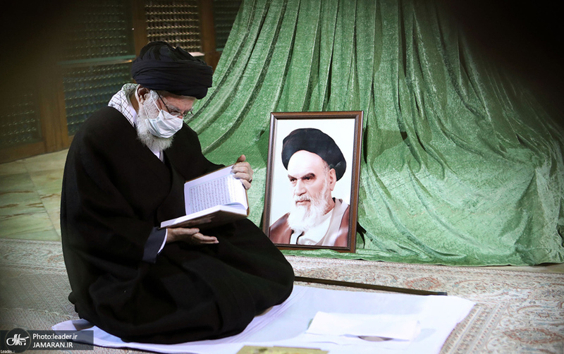حضور  رهبر معظم انقلاب در حرم مطهر امام خمینی(س)