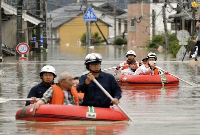 ژاپنیها پس از سیل و رانش مرگبار زمین/ تصاویر