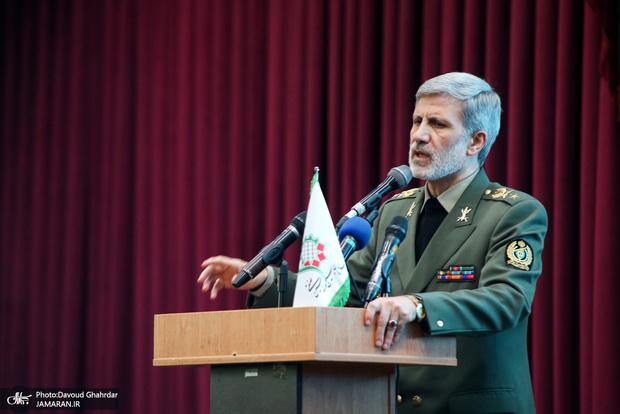 وزیر دفاع: محدودیتی برای خرید و فروش تسلیحات نداریم