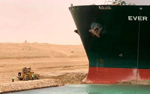 چرا بسته شدن کانال سوئز باعث گرانی نفت شد؟