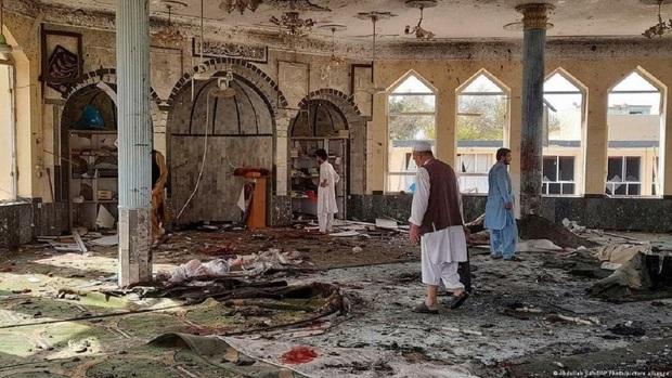 حمله انتحاری به مسجد شیعیان قندوز افغانستان/ هشدار تصاویر وحشتناک