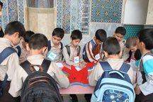 دانش آموزانی که در مسجد تحصیل می کنند