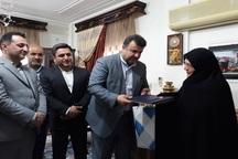 استاندار با خانواده اولین شهید فرهنگی مازندران دیدار کرد