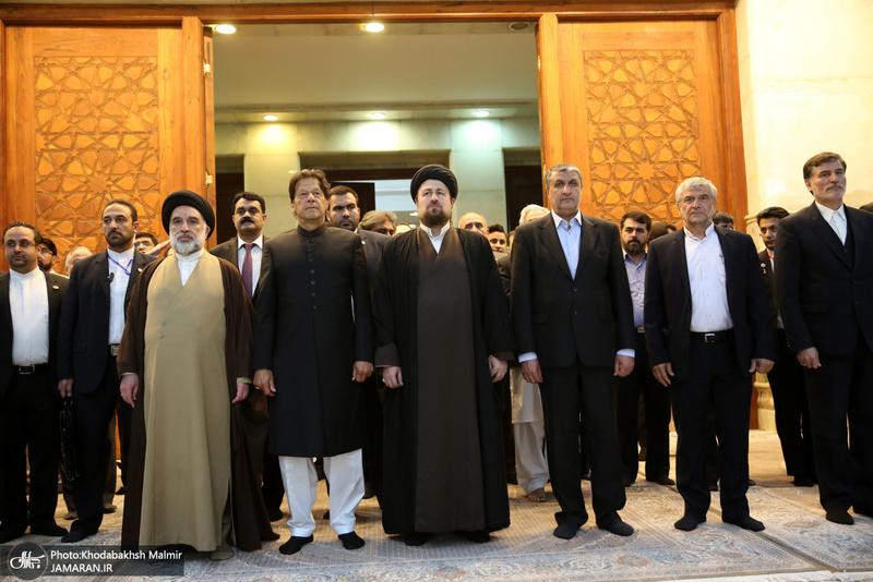 ادای احترام نخست وزیر پاکستان به مقام شامخ امام خمینی(س)