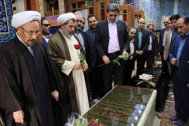 یونسی به مقام شامخ شهدای یزد ادای احترام کرد