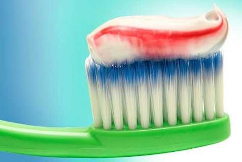 اشتباهی که سالها درباره استفاده از خمیر دندان انجام می دادیم