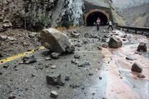 یک کشته و 3 مصدوم در حادثه ریزش کوه در محور هراز