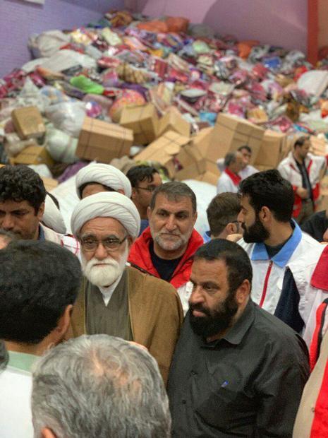بازدید نماینده رهبر معظم انقلاب از انبارهای جمع آوری کمک های مردمی به سیل زدگان لرستان
