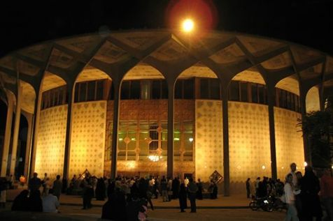 تدارک ویژهی یک تئاتر برای دانشجویان