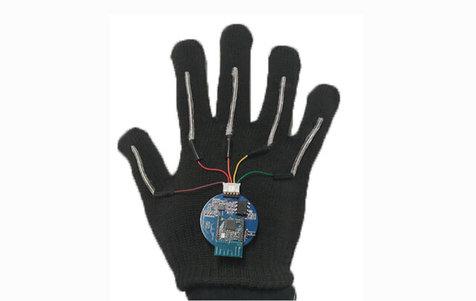 دستکشی با قابلیت تبدیل زبان اشاره به زبان گفتار+ عکس