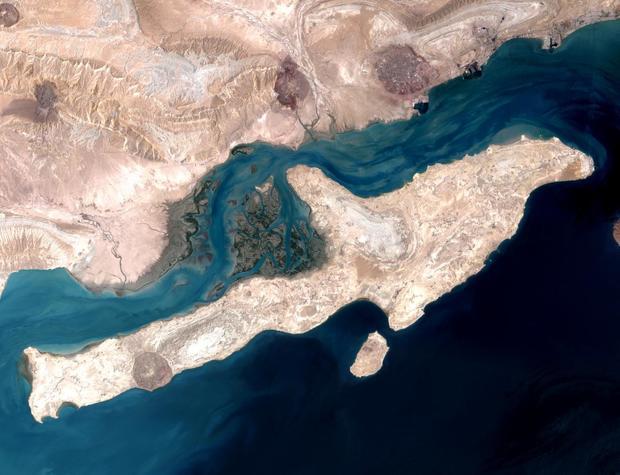 جزئیات پرونده قراردادهای واگذاری زمینهای ساحلی قشم