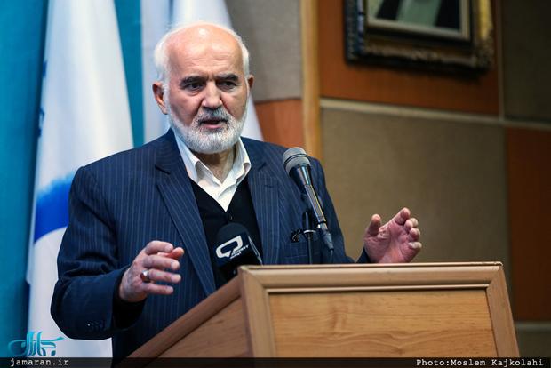 احمد توکلی: اتهامات بقایی و مشایی مالی است و ربطی به آزادی بیان ندارد/احمدینژاد لطماتی به نظام وارد کرد که آثار آن باقی است