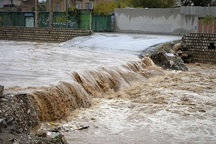 مردم از اقامت در حاشیه و بستر رودخانه ها خودداری کنند