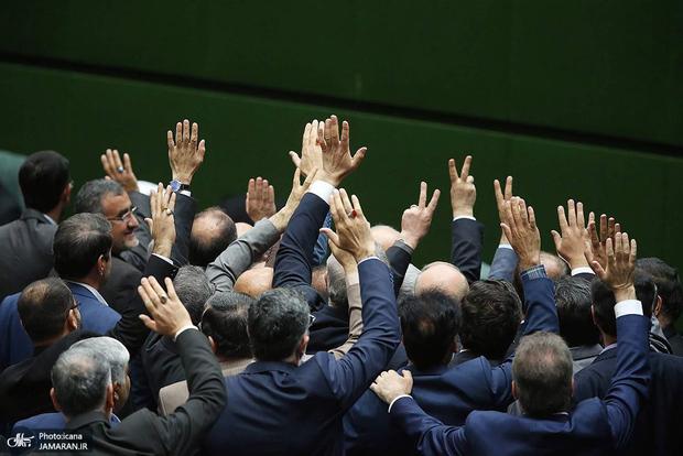کدام نماینده ها با خرج شهرداری به مشهد رفتند؟