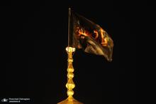 تعویض پرچم حرم کریمه اهل بیت(س) به مناسبت محرم