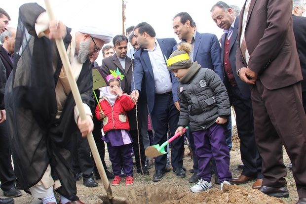 100 اصله نهال مثمر در موسسه خیریه میاندوآب غرس شد