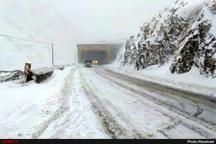 برف راه ارتباطی ۳۱ روستای آذربایجان غربی را بست