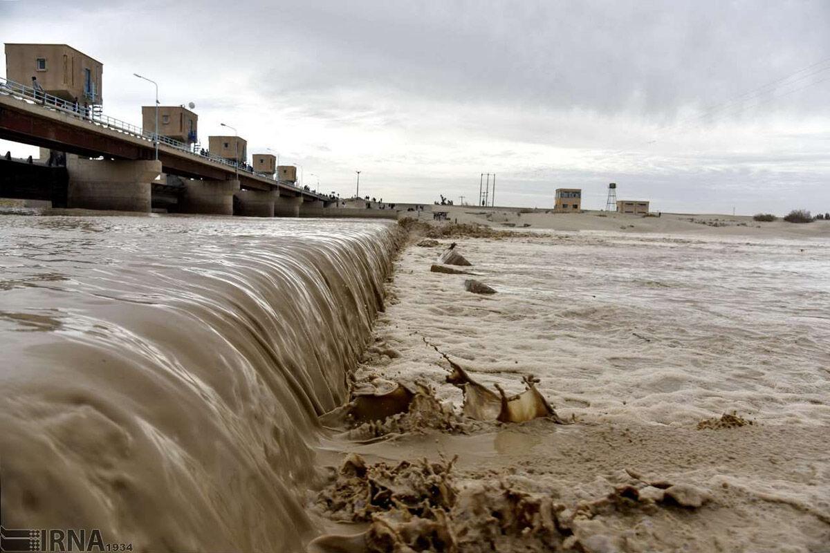 استاندار سیستان و بلوچستان از روند ورود سیلاب به سیستان بازدید کرد
