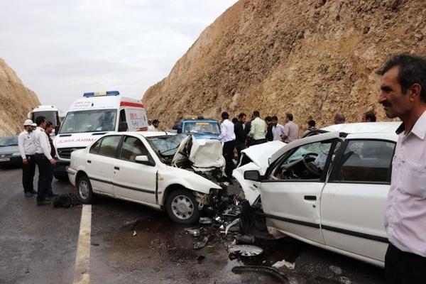 17کشته و مصدوم در تصادف زنجیرهای محور خرمبید- آباده  احتمال افزایش آمار جانباختگان