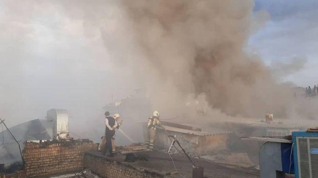 کارگاه تولیدی در جنوب تهران طعمه آتش شد