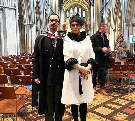 خانم بازیگر در مراسم فارغ التحصیلی پسرش در ایرلند/ عکس