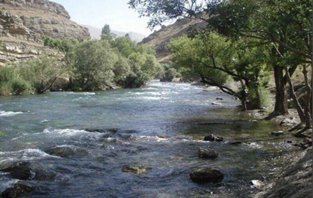 نجات دختر۱۰ ساله در رودخانه کرج