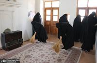غبارروبی و عطرافشانی محل تولد امام خمینی