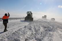 بارش برف راه ارتباطی حدود 95 روستای استان زنجان را بست