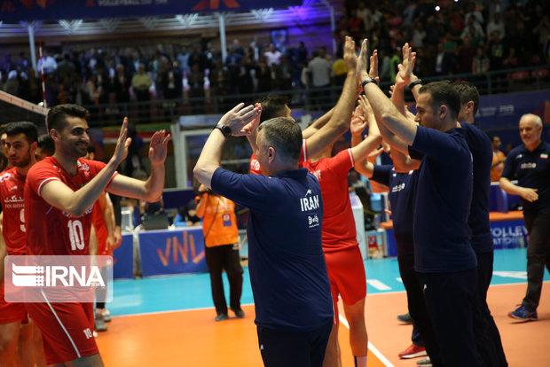 اعضای تیم ملی «غیرت ایرانی» را مقابل والیبال روسیه به نمایش بگذارند