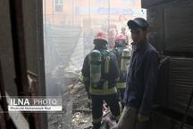 گرفتار شدن ۳۰ کارگر ساختمانی در حریق هتل آسمان  تلاش برای مهار آتش در قعر آسمان