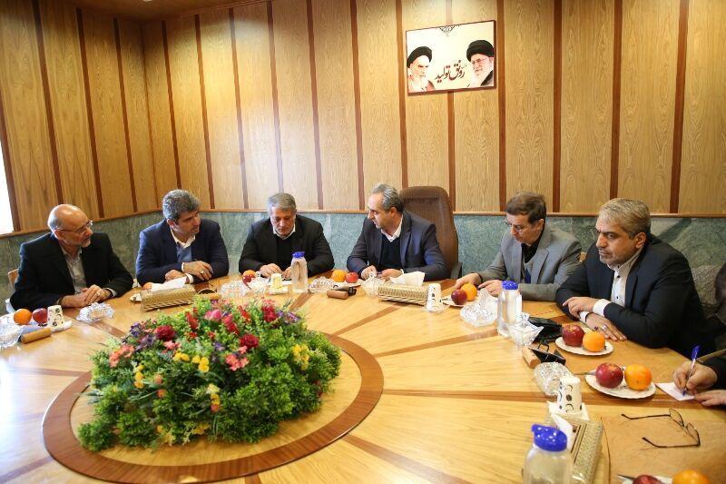جلسه شورای قطار شهری قم با حضور محسن هاشمی برگزار شد