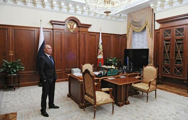 عکسی از داخل دفتر پوتین