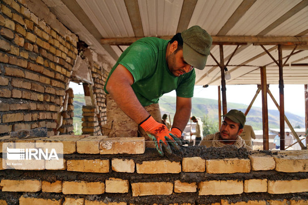 طرح بازسازی ۲۰ منزل مددجویی خسارت دیده  از سیل در شازند اجرا شد