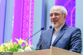 واکنش ظریف به ادعای آمریکا در مورد بازگشت تحریم ها با کنایه به پامپئو