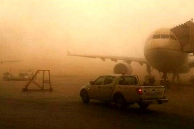 گرد و غبار پرواز آبادان - مشهد را لغو کرد