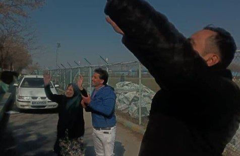 پیرزن 90ساله آلومینیوم اراک را برای دیدار با استقلال بدرقه کرد+ عکس