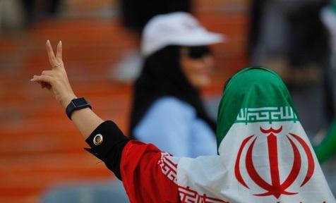 روایتی تصویری از اولین حضور زنان در ورزشگاه آزادی