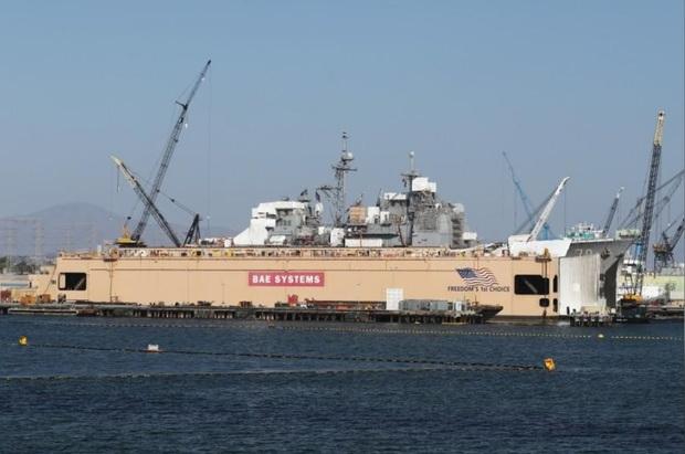 چین با پهلوگیری دو کشتی جنگی آمریکا در هنگ کنگ مخالفت کرد