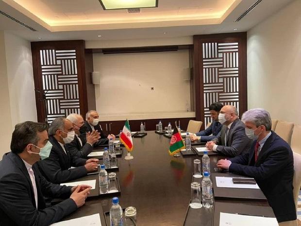 جلسه ظریف با وزیر خارجه افغانستان در حاشیه کنفرانس «قلب آسیا»/ وزیر خارجه ایران: برخی کشورها از روابط نزدیک ایران و افغانستان ناخشنود هستند