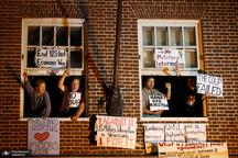 عکس/ حمله پلیس آمریکا به سفارتخانه ونزوئلا