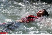 حادثه مرگبار برای 9 دانش آموز در رودخانه جاجرود  سوراخ شدن قایق بادی و فرورفتن داخل آب