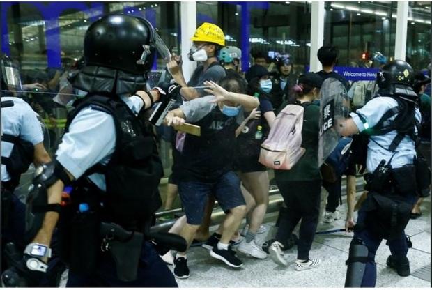 ادامه اعتراضها در هنگ کنگ و اعتراض چین به آمریکا و سازمان ملل+تصاویر