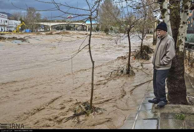 ارتباط 250 روستا در دلفان همچنان قطع است