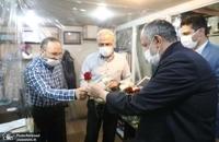 حضور مسجد جامعی در کتابفروشی حافظ و اهدای گل به همسایگان آن (15)