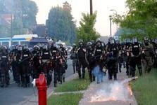دادگاهی در آمریکا:پلیس حق ندارد از زور علیه معترضان استفاده کند