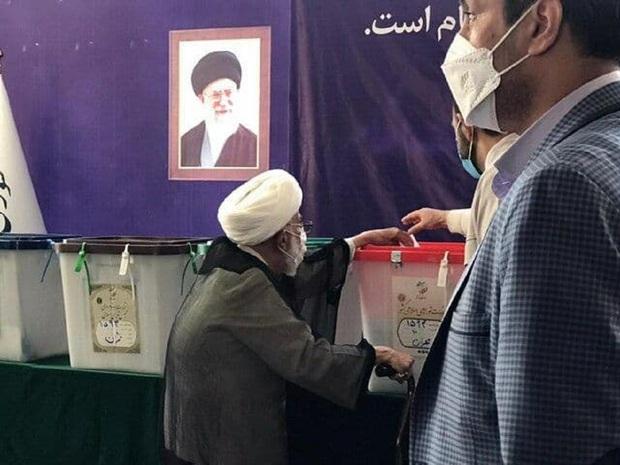 سفارش آیت الله جنتی پس از رای دادن در انتخابات 1400 + عکس